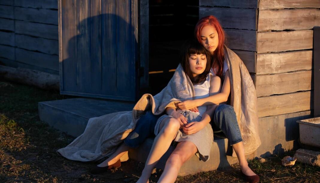 Produksjonsteamet i «Ride or Die» ansatte en intimitetskoordinator til å lose hovedrolleinnehaverne, Kiko Mizuhara (til høyre) og Honami Sato, trygt gjennom sexscenene. Netflix sier det er første gang dette har skjedd i en japansk filmproduksjon.