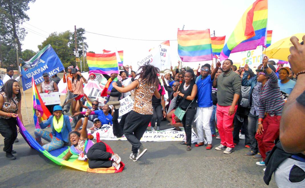 Lesbiske feminister fra One in Nine-kampanjen, et tall som indikerer at bare én av ni voldtekter blir anmeldt til politiet, prøvde å stoppe Johannesburg Pride-paraden i 2012 under slagordet: «Ingen grunn til feiring!».