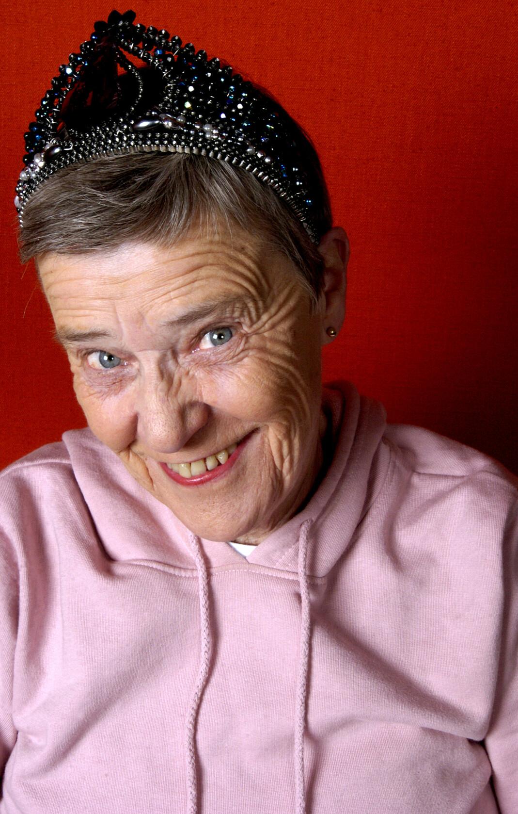 For over 60 år siden Kim Friele satt på en benk utenfor Nasjonalteatret og kikket etter damer med kort hår og buksedresser. Nå er hun Norges mest legendariske homorettighetsforkjemper.