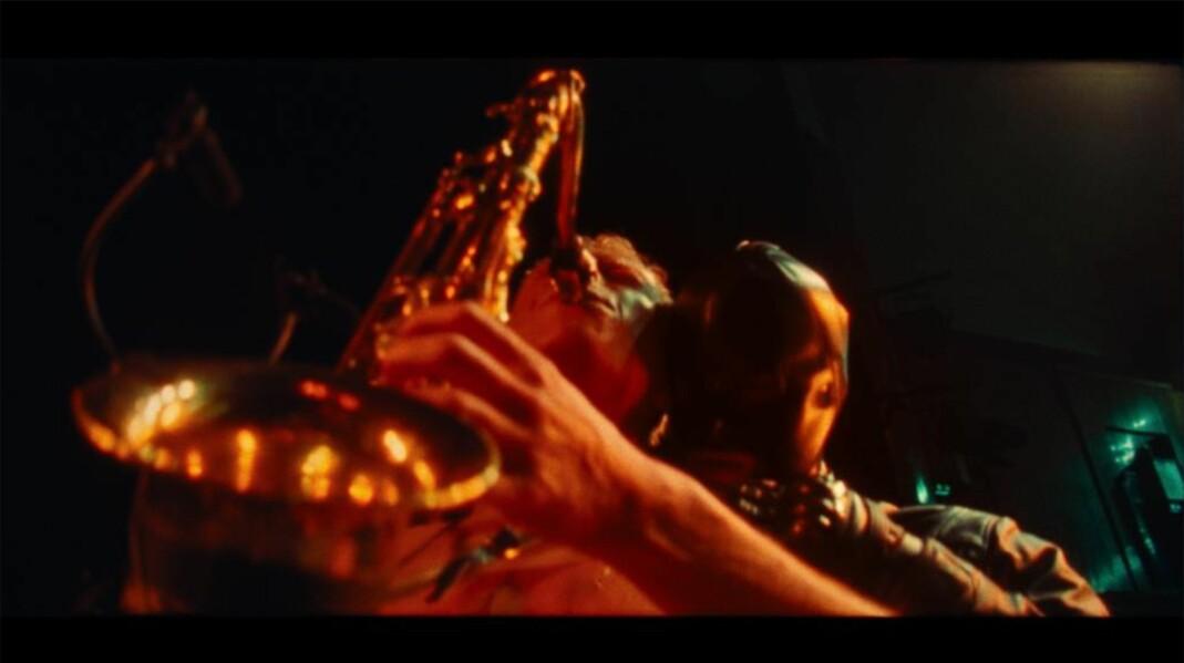 Bendik Giske, «Brist», filmstill av live performance (2021). Produsert i samarbeid med Matt Lambert.