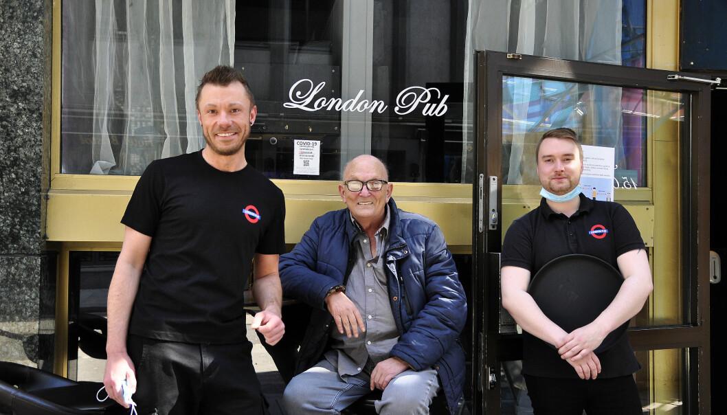 Olle, Håkon og Joakim kan omsider omgås på London Pub igjen.