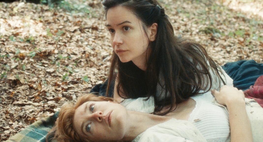 Den norske regissøren Mona Fastvold ble nominert til Gulløven i Venezia for kjærlighetshistorien mellom Abigail (Katherine Waterston) og Tallie (Vanessa Kirby).