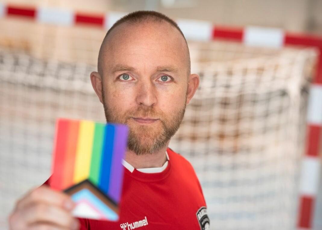Kristian Nicolai Stakset-Gundersen, leder i Raballder Håndball, har selv opplevd hvor vanskelig det er å være åpent skeiv i idretten.