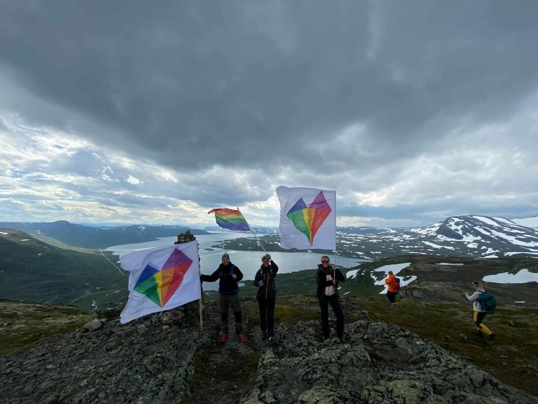 I år feires Valdres Pride for andre gang. Vinje Pride tok i fjor med seg festivalflagget til toppen av Torshammeren.