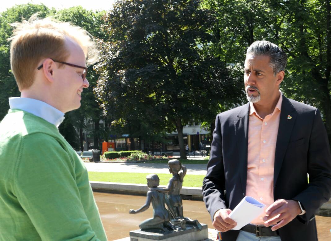 Fredrik Dreyer, styreleder i Oslo Pride, og kultur- og likestillingsminister Abid Raja.