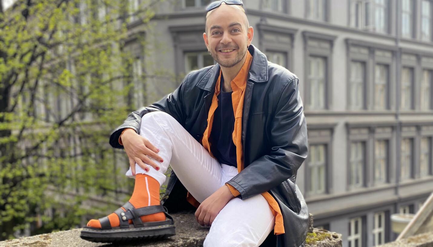 – Jeg bruker sminke og neglelakk for å være tro mot mine feminine sider som jeg også vil uttrykke, sier Bassel Hatoum.