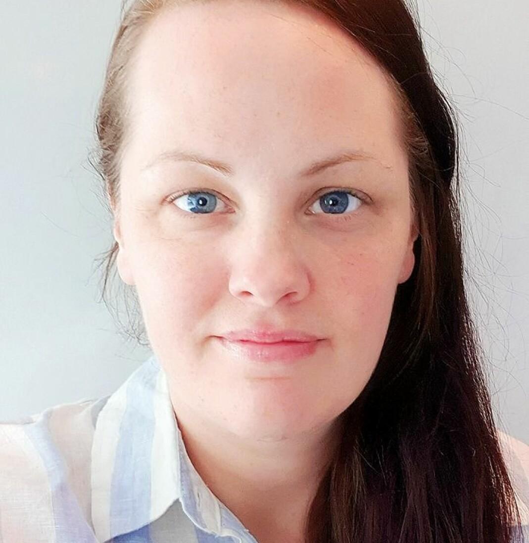 Kronikkforfatteren Linn Christine Nævdal (34), er sykepleier og bor i Narvik. Hun debuterte som forfatter med diktboka «Hev ditt blikk» på Lyrikkforlaget i fjor.