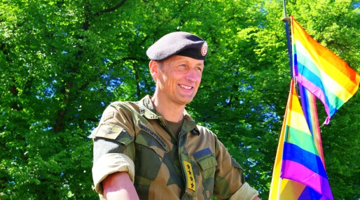 Forsvarssjef Eirik Kristoffersen i Oslo Pride-paraden