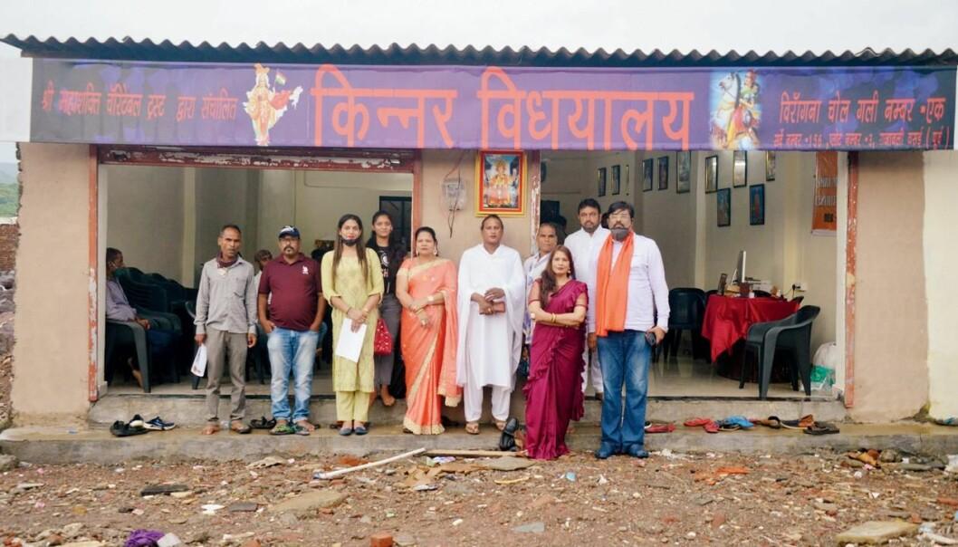 De ansatte ved Kinnar Vidhyalaya tilbyr gratis utdanning til transpersoner.