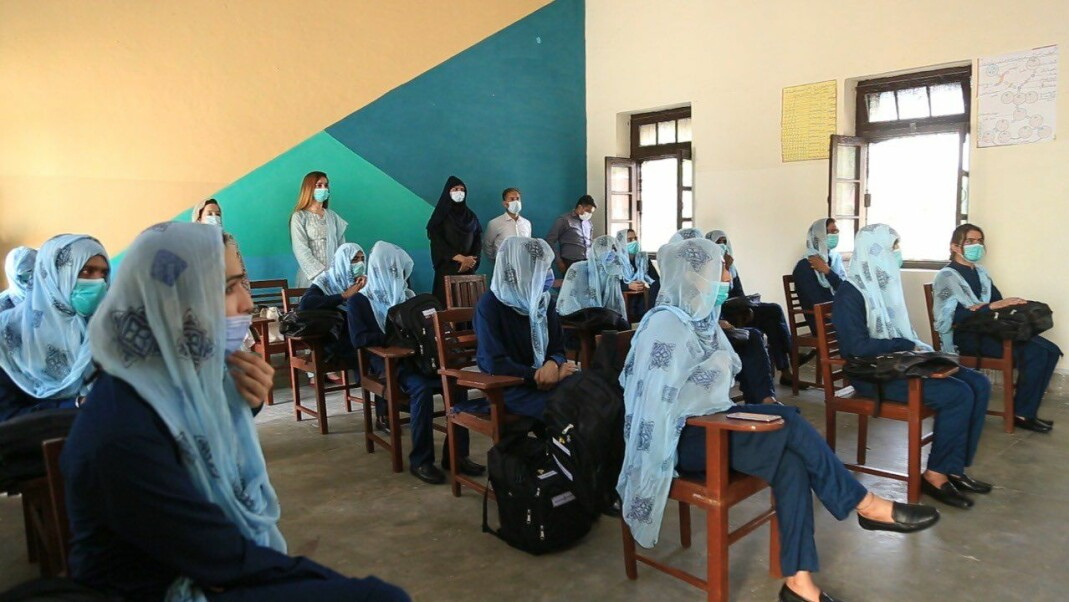 Studentene var tydelig spente første skoledag, 8. juli, på den nye skolen for transpersoner i Multan i Pakistan.