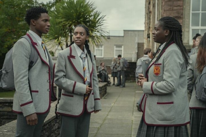 Jackson (Kedar Williams-Stirling), Cal (Dua Saleh) og Viv (Chinenye Ezeudu) i «Sex Education».
