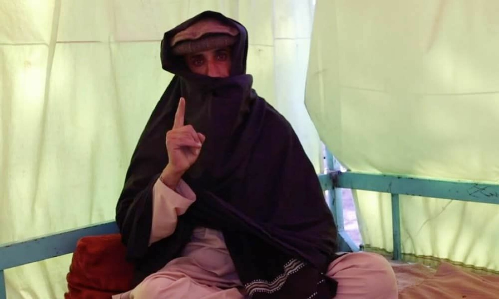 Talibans dommer, Gul Rahim, uttalte at homofile under deres styre vil straffes med steining eller såkalt «veggvelting».