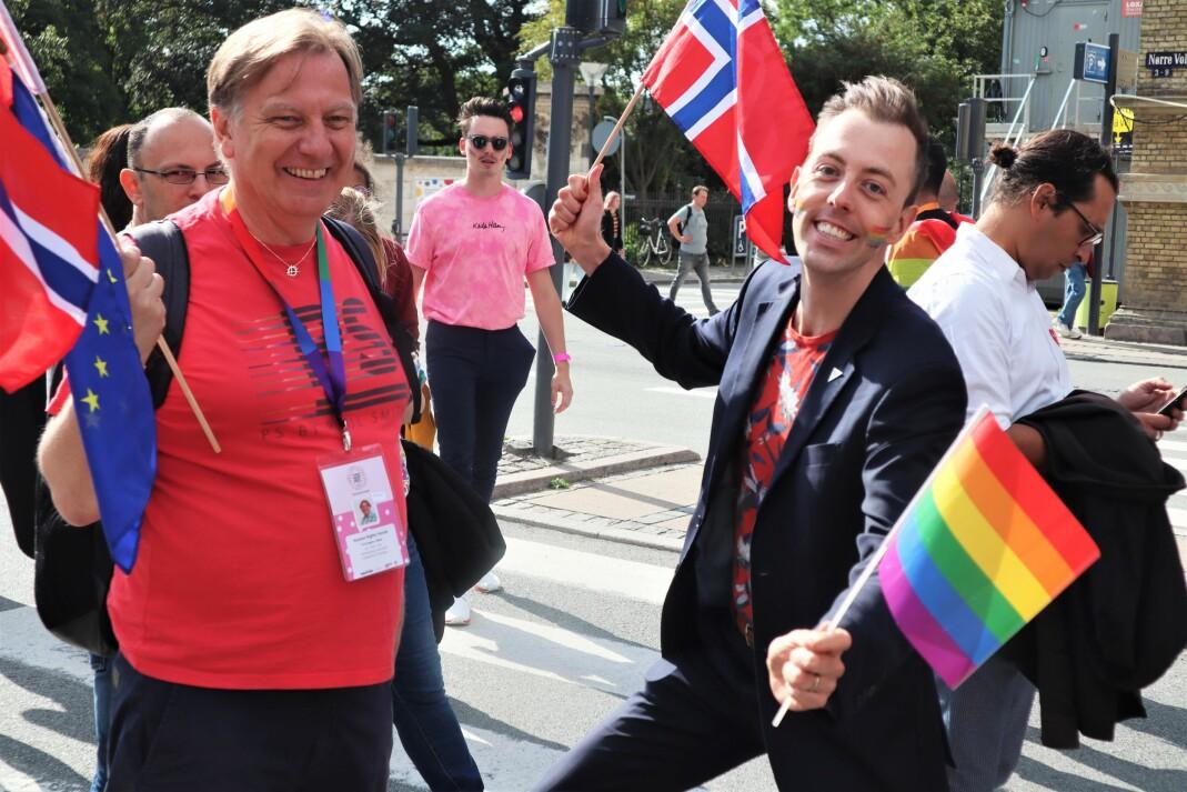 Tor-Hugne Olsen (til venstre), leder for Foreningen Sex og Politikk, og stortingspolitiker Nicholas Wilkinson (SV), var selvsagt på plass i paraden for å feire avslutningen på ti hektiske dager. Debatter, aktivisme og internasjonale nettverks-møter er en stor del av WorldPride.