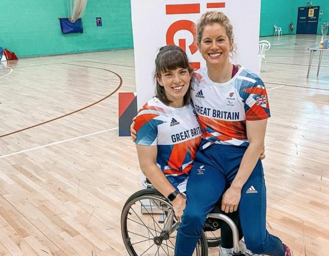 Laurie Williams og Robyn Love møttes i 2015, som lagkamerater på Storbritannias rullestolbasketlag. Nylig kunne paret avsløre at de har forlovet seg.