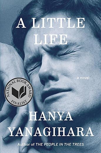 På tross av sin lengde og tunge tematikk, ble Hanya Yanagiharas «A Littel Life» en bestselger. Boken kom i 2015 og har allerede blitt omtalt som en moderne klassiker. Den ikoniske skeive fotografen Peter Hujars «Orgasmic Man» fra 1969 pryder omslaget på den engelske utgaven.