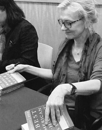 Elizabeth Strout er en amerikansk forfatter. I 2009 vant Strout Pulitzerprisen for skjønnlitteratur for novellesamlingen Olive Kitteridge.