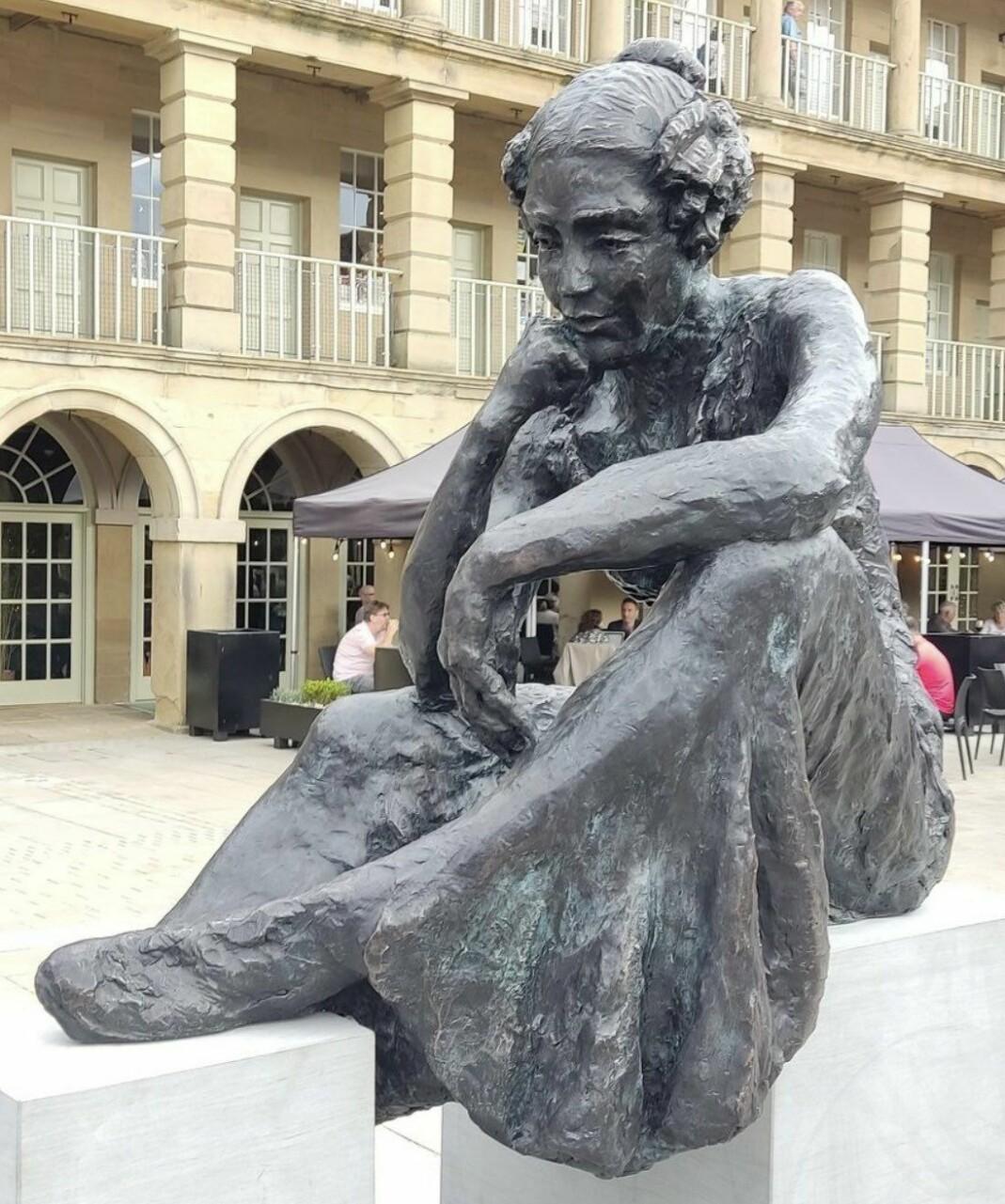 Statuen av Anne Lister skal stå permanent i hennes hjemby Halifax.