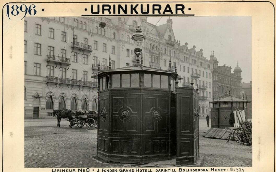 Offentlig pissoar i Stockhol, 1896.